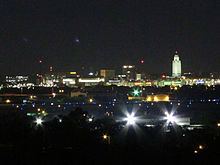 Nighttime skyline of downtown Lincoln, Nebraska, USA (2015, from Arnold Heights Park).jpg