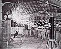Nikola Tesla in laboratorul sau din Colorado Springs.jpg