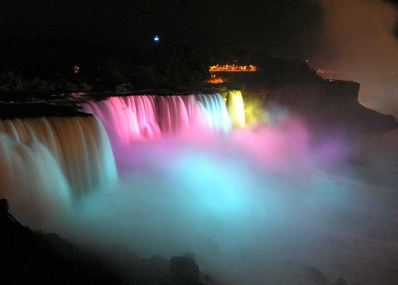 File:Noc Niagara kolorowa piana.jpg