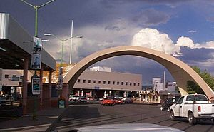 Nogales Grand Avenue Port of Entry.jpg