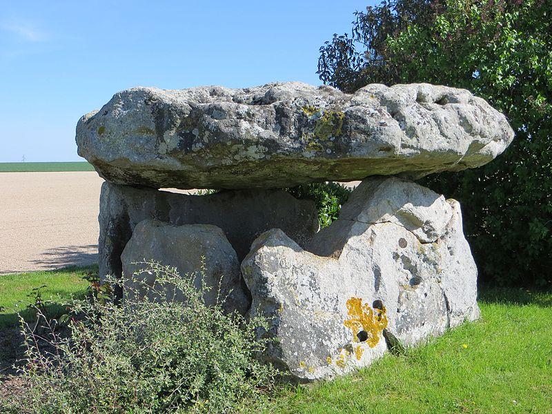 Le dolmen de Nuisy, dit «Pierre Sainte-Geneviève»