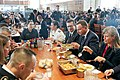 Obiad Andrzeja Dudy z kadetami z the Corps of Cadets i LTG Caslenem.jpg