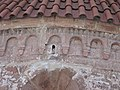 Obloučkový vlys apsidy kostel sv. Jakuba Většího , Stříbrná Skalice (001).JPG