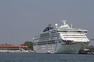 Sun-class cruise ship - Image: Oceana (2000) Venice 2016