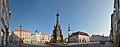 Olmuetz, Oberring mit Dreifaltigkeitssaeule, Rathaus und Brunnen (38583456122).jpg