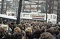 Ontruiming kraakcomplex Wyers in Amsterdam actievoerders en bewoners verlaten m, Bestanddeelnr 253-8836.jpg