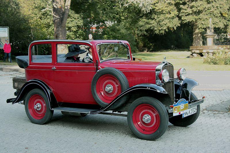 Los principios de Opel y sus modelos 800px-Opel_1%2C2_Liter%2C_Bj._1932_%282011-09-24_Mayen_B%29