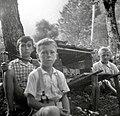 Otroci imajo v šouniku čmrlje. Vrsnik, Soča 78, pri Štrolcu 1952.jpg
