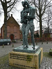 statue of Vincent and Theo van Gogh