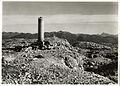 P28.233-01 Altopiano di Asiago, Monte Ortigara q. 2101. Cippo ai 20.000 Caduti.jpg