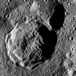 PIA20822-Ceres-DwarfPlanet-Dawn-4thMapOrbit-LAMO-image122-20160421.jpg