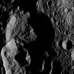 PIA20877-Ceres-DwarfPlanet-Dawn-4thMapOrbit-LAMO-image155-20160528.jpg