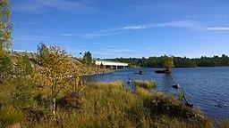 Broen over Pasvikälven ved elvens udløb ud af Enare moradser i Finland, nær grænsen mellem Finland og Rusland