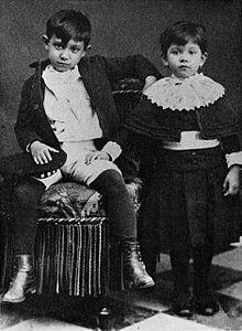Un giovane Picasso con la sorella Dolores, detta Lola, in una foto scattata nel 1889