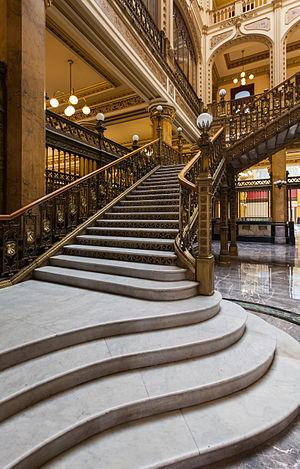 Palacio de Correos de Mexico - Laterial staris.