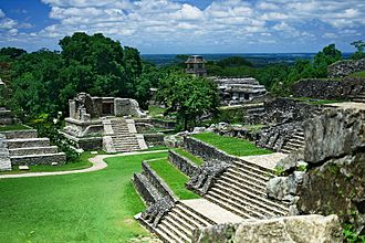 Mesoamerican architecture - Overview of the central plaza of the Mayan city of Palenque (Chiapas, Mexico), an example of Classic period Mesoamerican Architecture