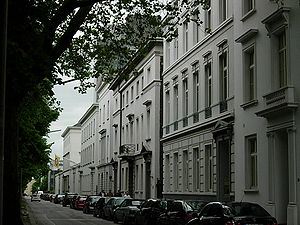 Palmaille - Buildings along Palmaille's southern side. The two opposite sides are separated by a median lawn and two rows of linden.