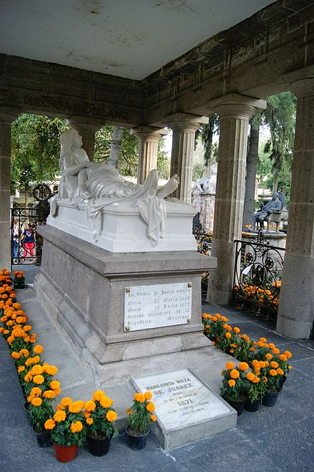Tomb of Benito Juarez. The remains of his wife Margarita Maza are buried in the same mausoleum. PanteonSanFernando20141102 ohs05.jpg