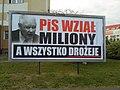 PiS na bilbordzie na osiedlu Stare Żegrze w Poznaniu - sierpień 2018.jpg