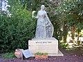 PikiWiki Israel 5818 statue of mother rachel.jpg