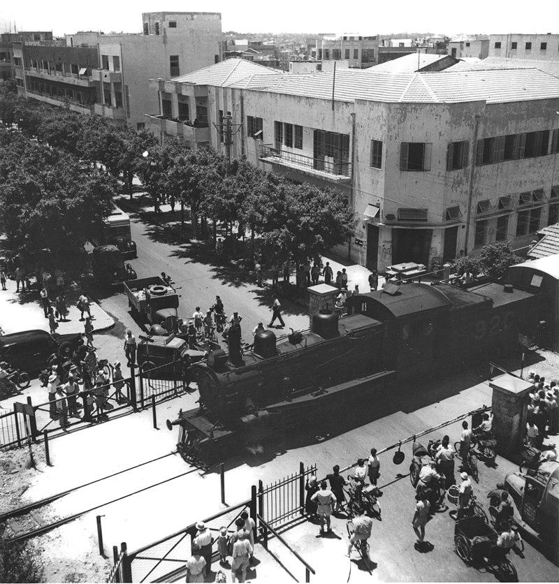 רכבת חוצה את תל אביב
