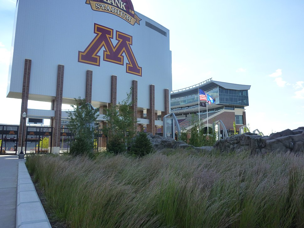 Plaza-Gopher stadium-20100914