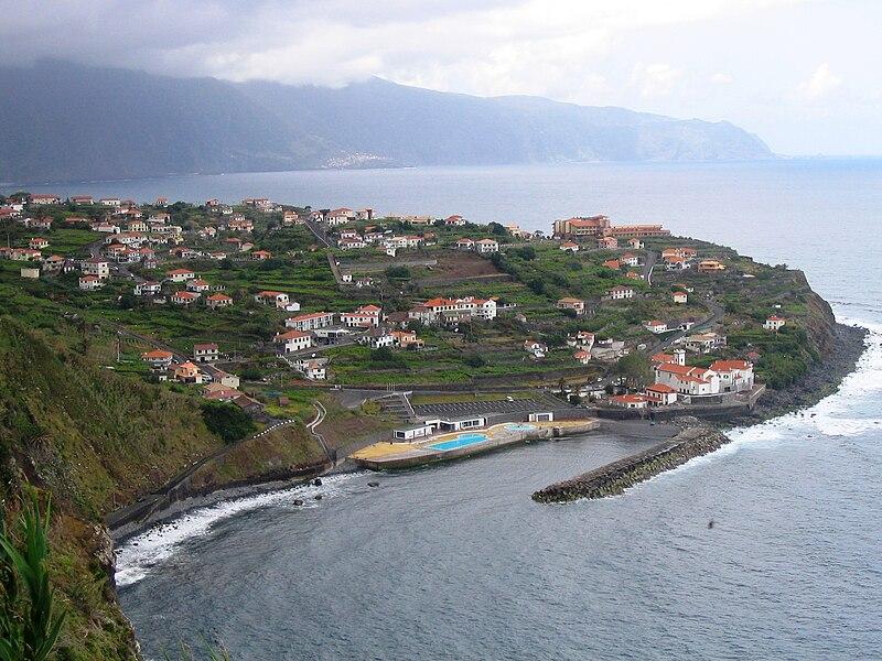 Arquivo: Ponta Delgada, São Vicente, Madeira Island.jpg