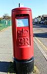 Post box on Bramwell Road, Prenton.jpg