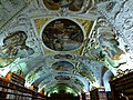 Prag – Kloster Strahov, verzierte Decke in der Halle des Philosophen - Strahovský klášter, zdobený strop v sále filozofa - panoramio.jpg