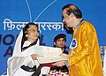Pratibha Devisingh Patil presenting the Rajat Kamal Award to Shri Suresh Wadkar for the Best Male Playback Singer (Mee Sindhutai Sapkal), at the 58th National Film Awards function, in New Delhi on September 09, 2011.jpg