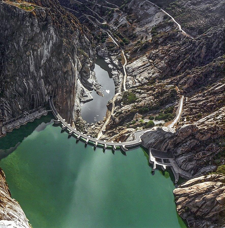 La presa de Aldeadávila, vista desde el aire.