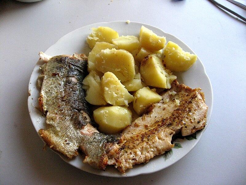 Pstruh duhov%C3%BD a brambory.jpg