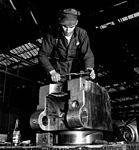 QF 4 inch Mk XVI gun manufacture Sorel Industries 1943 LAC 3197374.jpg