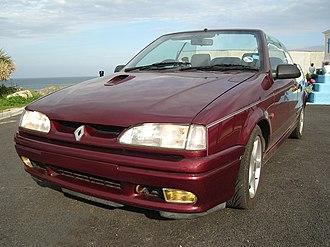 Renault 19 - Phase 2, note bonnet vent