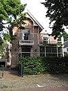 foto van Villa in chaletstijl, op L-vormige plattegrond
