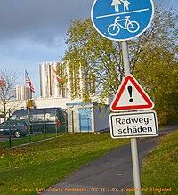 Radwegschaeden by Karl-Ludwig Poggemann.jpg