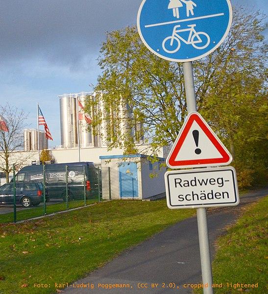 File:Radwegschaeden by Karl-Ludwig Poggemann.jpg