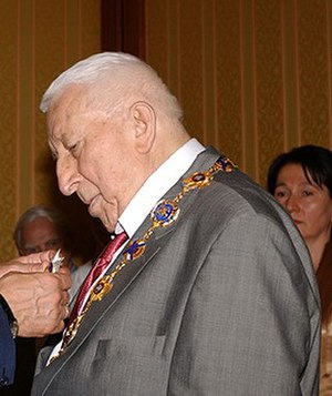 Rasul Gamzatov - Rasul Gamzatov receiving Order of St. Andrew