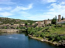 Recinto amurallado y Puente Viejo de Buitrago.jpg