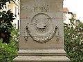 Relieve en un pedestal (17431348364).jpg