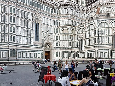 Tourists and restaurant in the Piazza del Duomo Restaurant in the Piazza del Duomo, Florence, Italy.jpg