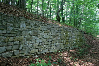 Iberg Castle, Aargau - Image: Riniken Iberg Burgmauer 8028