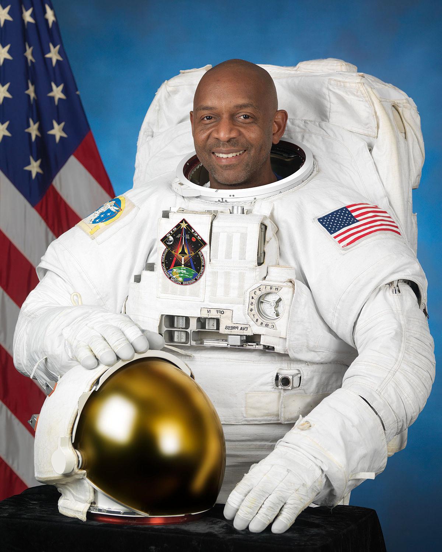 astronaut in spaceship - photo #34
