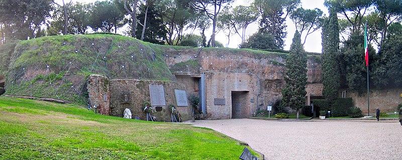 File:Roma-fosseardeatine6.jpg