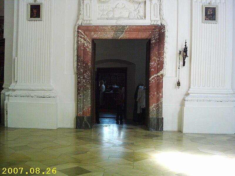 File:Rot an der Rot St Verena Sakristeiportal.jpg