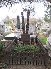 Sándor Nagy and Laura Kriesch tomb.JPG
