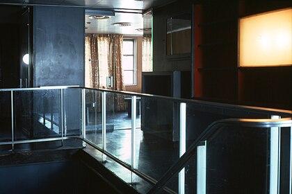 SS Stevens promenade aft P02 aft lounge stairs top.jpg