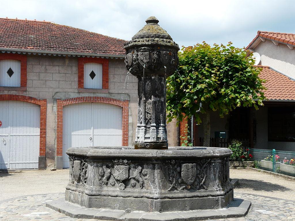 Bon Mardi 1024px-Saint-Saturnin_%2863%29_fontaine
