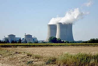Nuclear power in France - The Saint-Laurent site, showing two CP2, 900 MWe class reactors and the cooling tower on the right