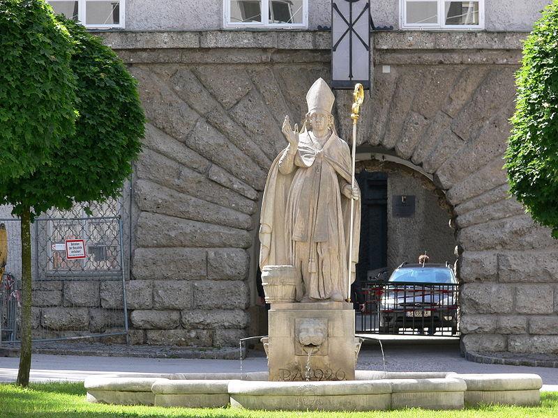 File:Salzburg Stift Sankt Peter Brunnen.jpg